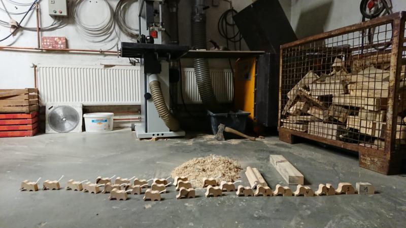 Holzelefanten für den Kindergarten