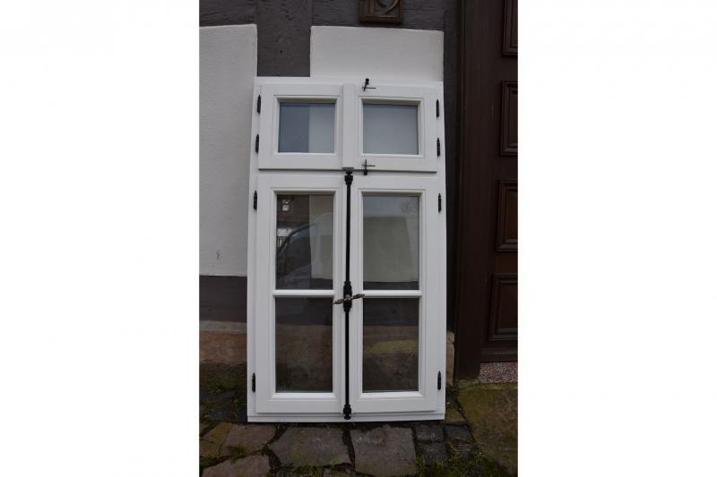Neues Fenster mit alten Scharnieren 1