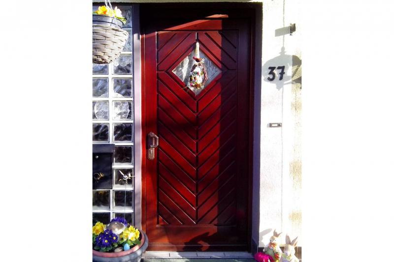 Haustür Kiefer massiv, aussen deckend lackiert, innen naturbelassen