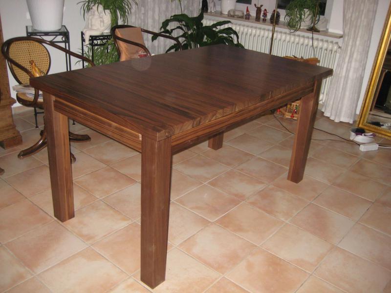 Tisch aus amerikanischem Nussbaum, lackiert